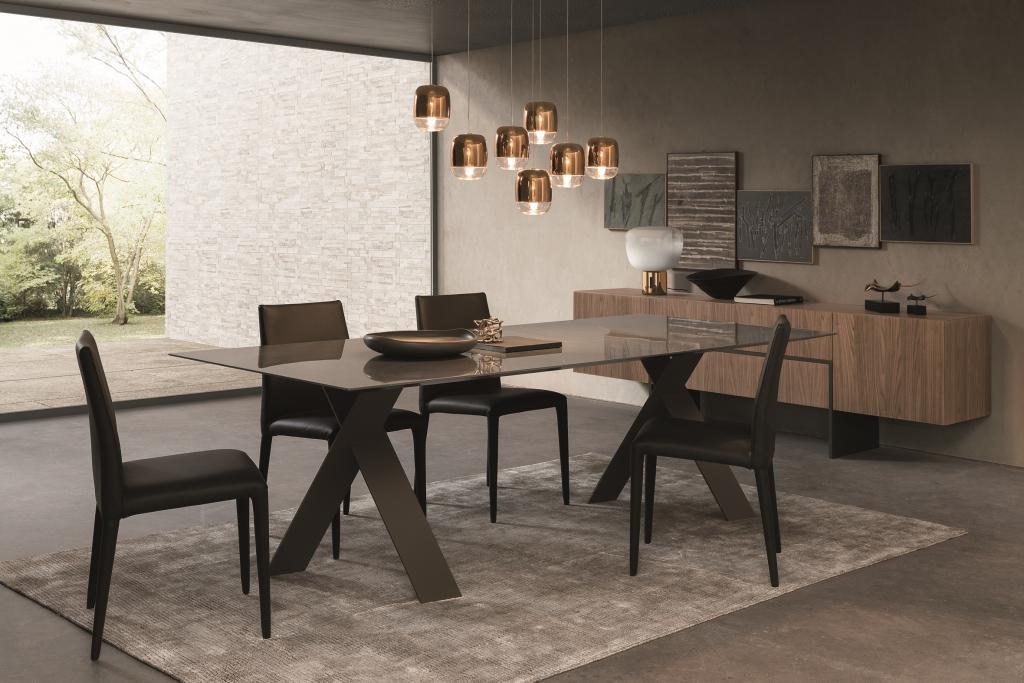 Jídelní židle a stůl