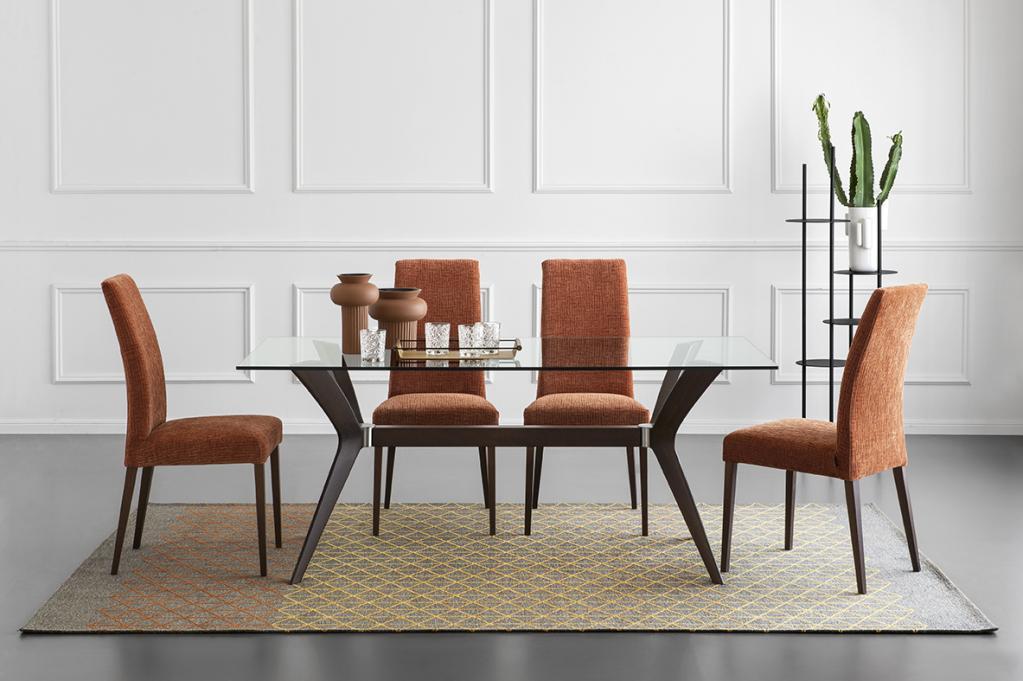 Stylové oranžové židle a stůl Calligaris