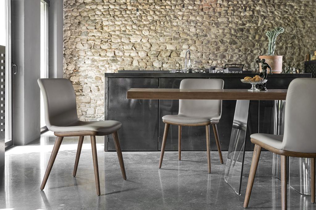 Calligaris dřevěný stůl s židlemi