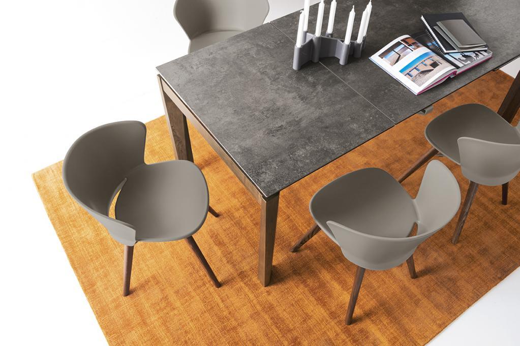 Kvalitní moderní stůl a židle