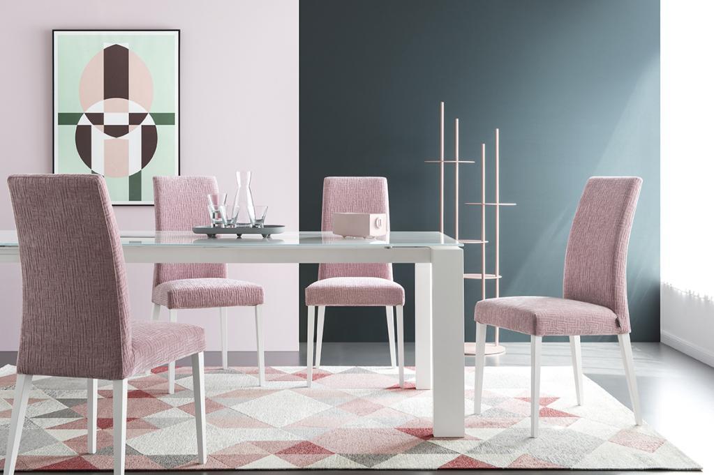 Růžové jídelní židle