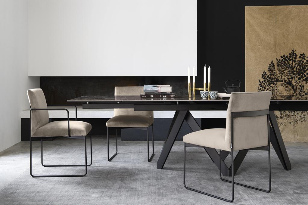 Stylový stůl s židlemi