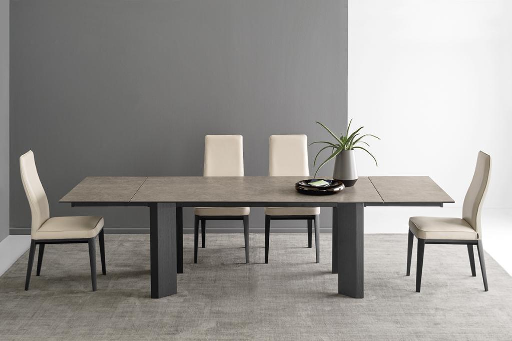 Moderní světlý jídelní nábytek