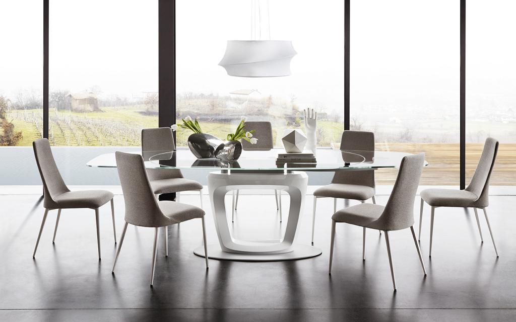 Designový světlý jídelní nábytek