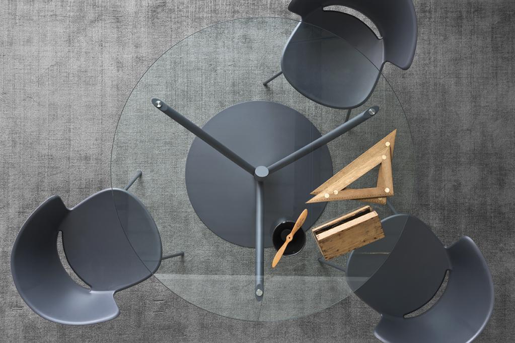 Stylový konferenční stolek s židlemi