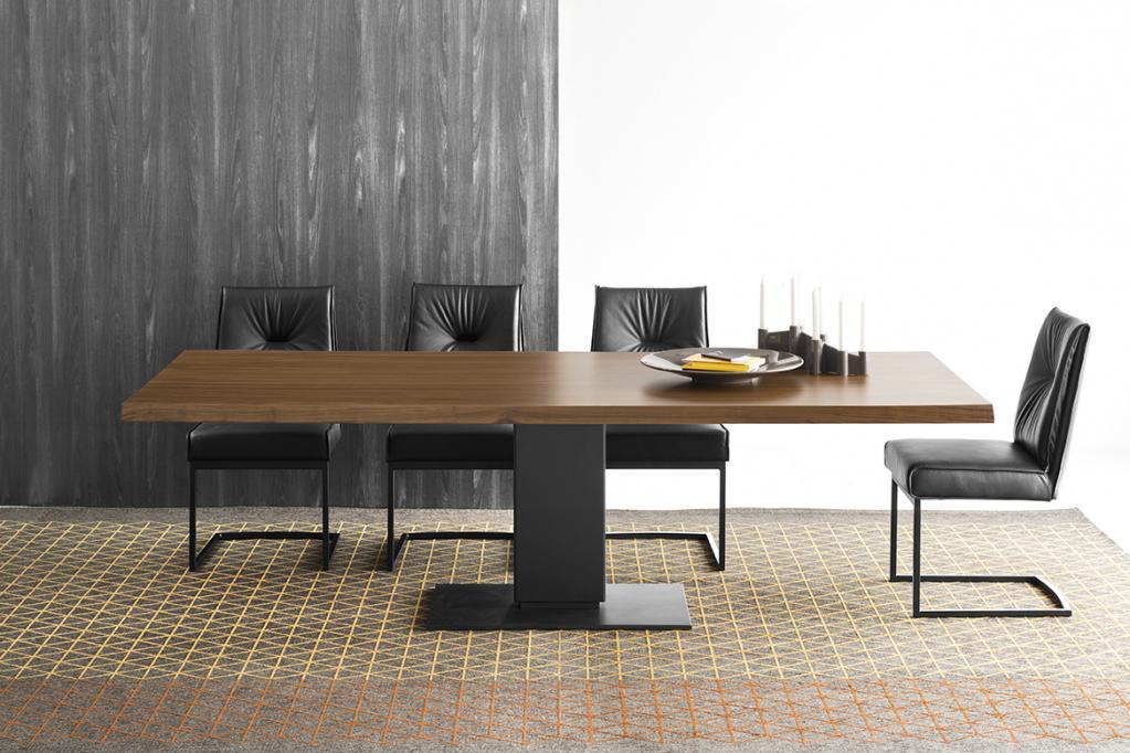 Masivní dřevěný stůl Calligaris