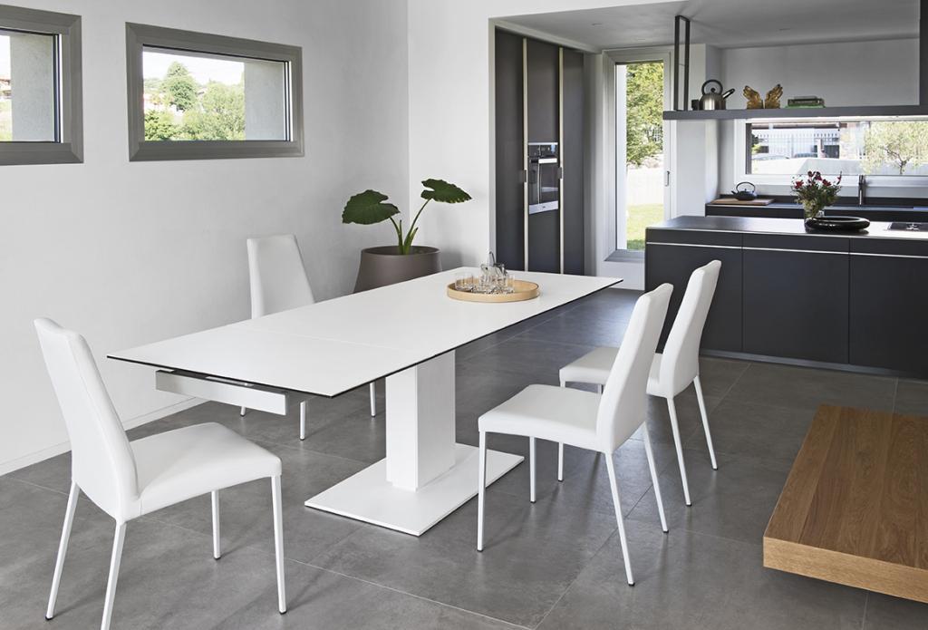 Bílý jídelní nábytek