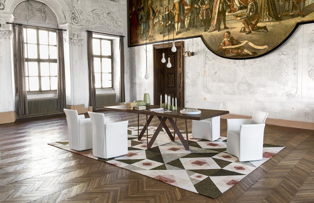 Stylový dřevěný stůl