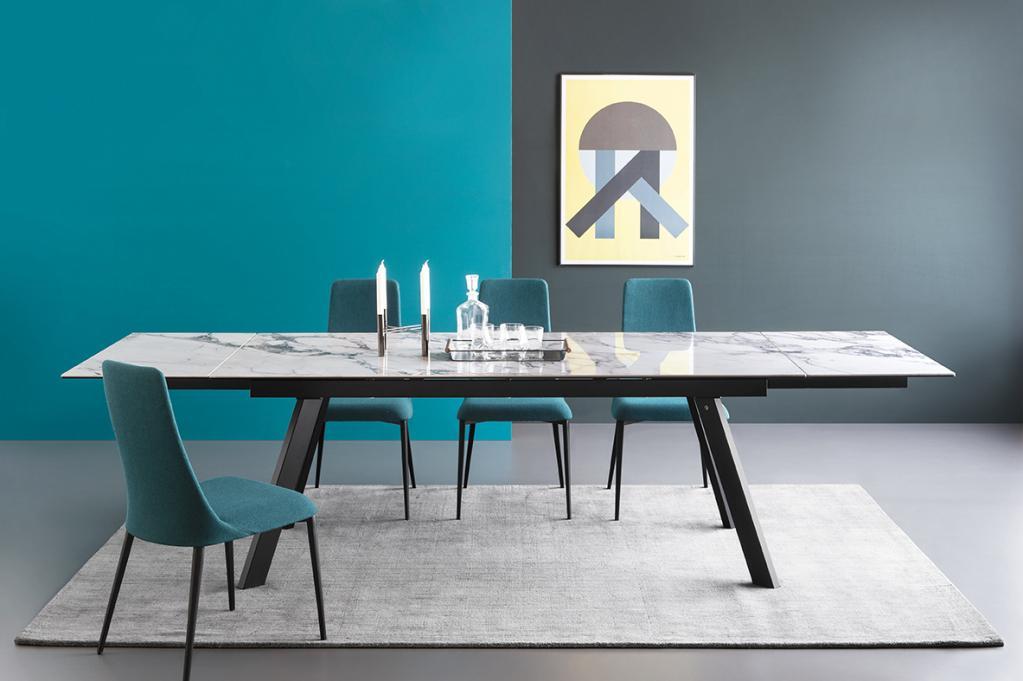 Mramorový jídelní stůl