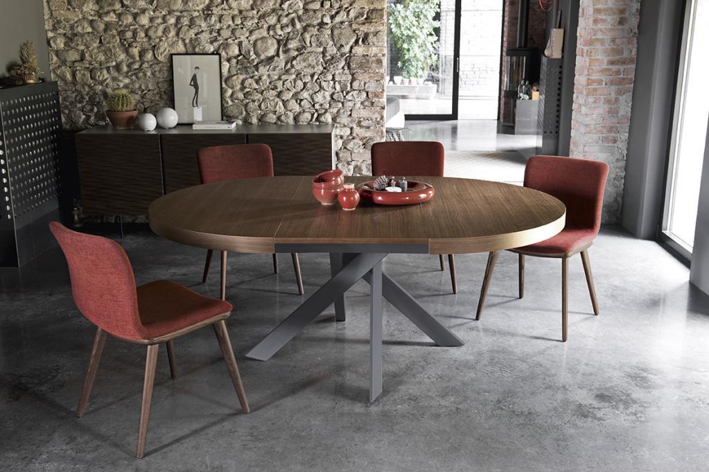 Krásný dřevěný stůl