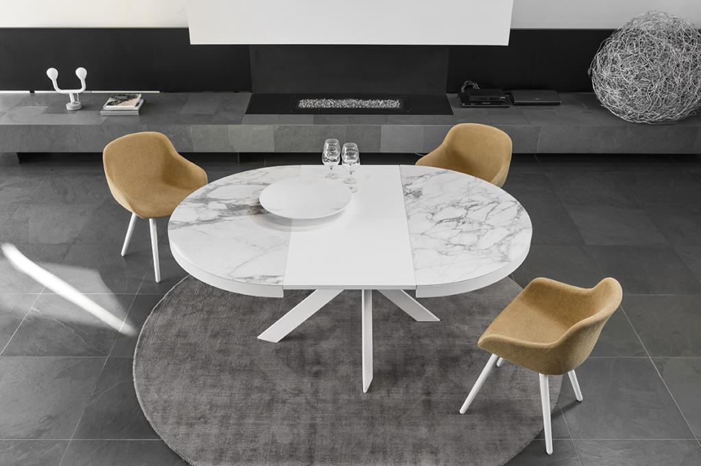 Kulatý rozkládací stolek
