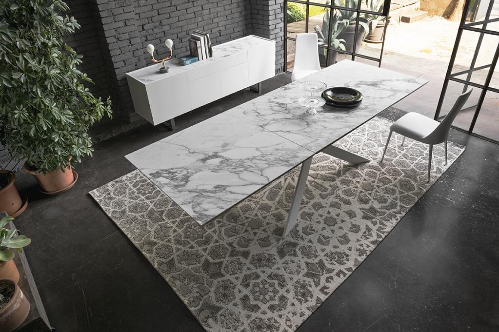 Luxusní jídelní stůl