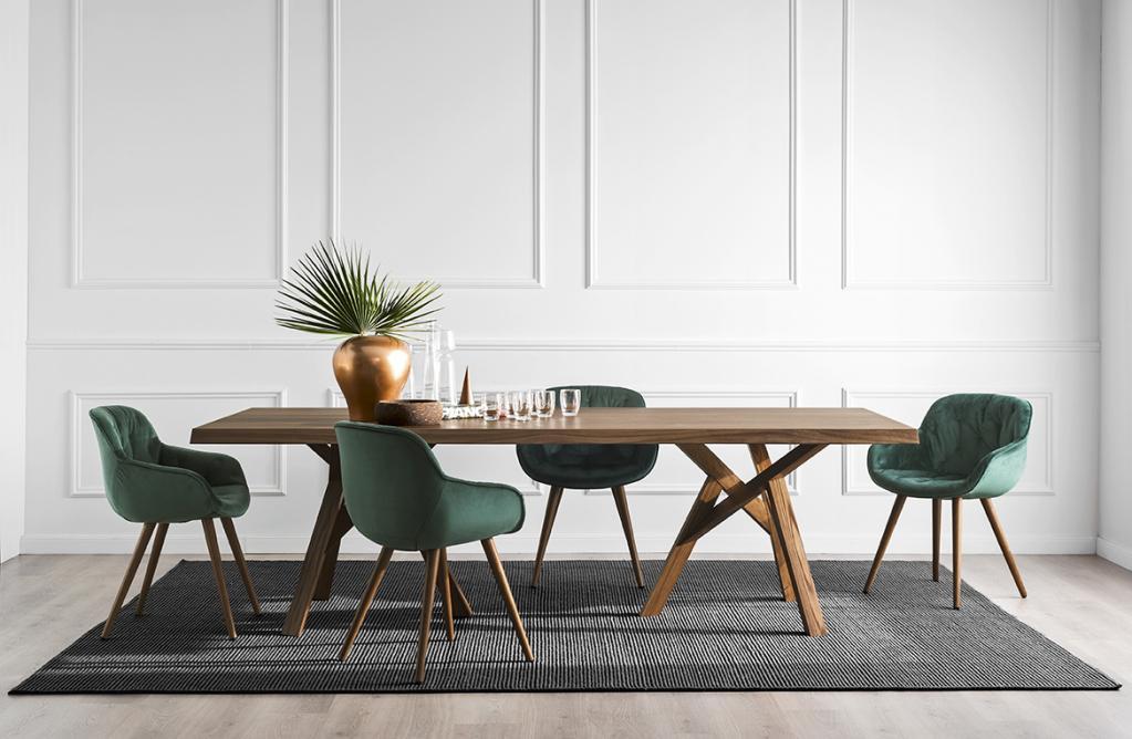 Designový dřevěný stůl