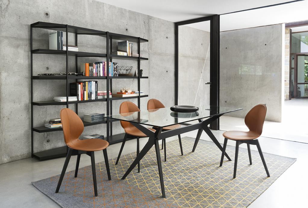 Moderní prosklený stůl