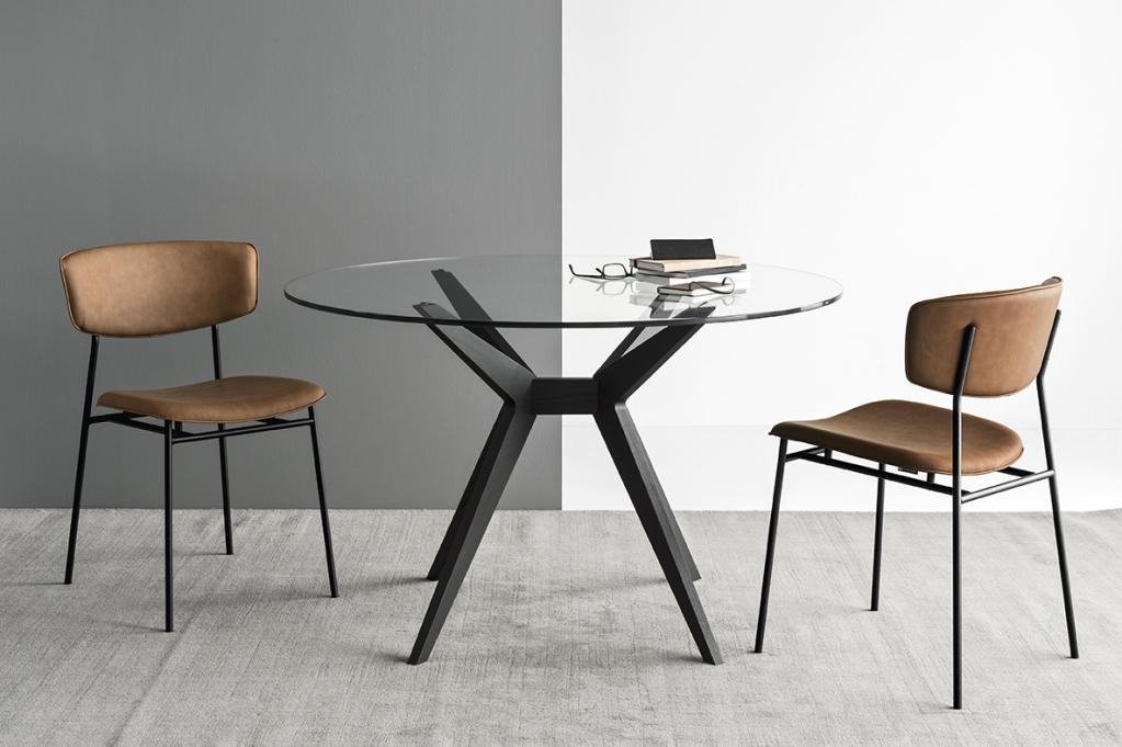 Prosklený konferenční stolek s židlemi