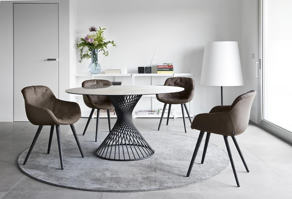 Designový kulatý stůl