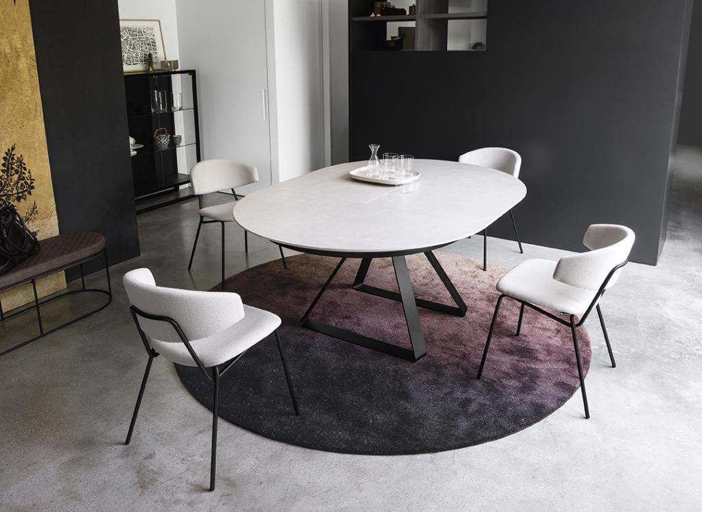 Bílý stůl jídelní