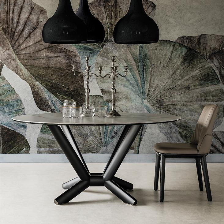 Mramorový konferenční stolek