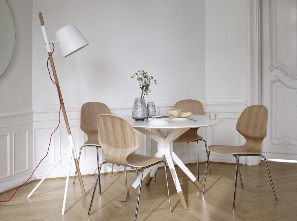 Stoly a židle BoConcept