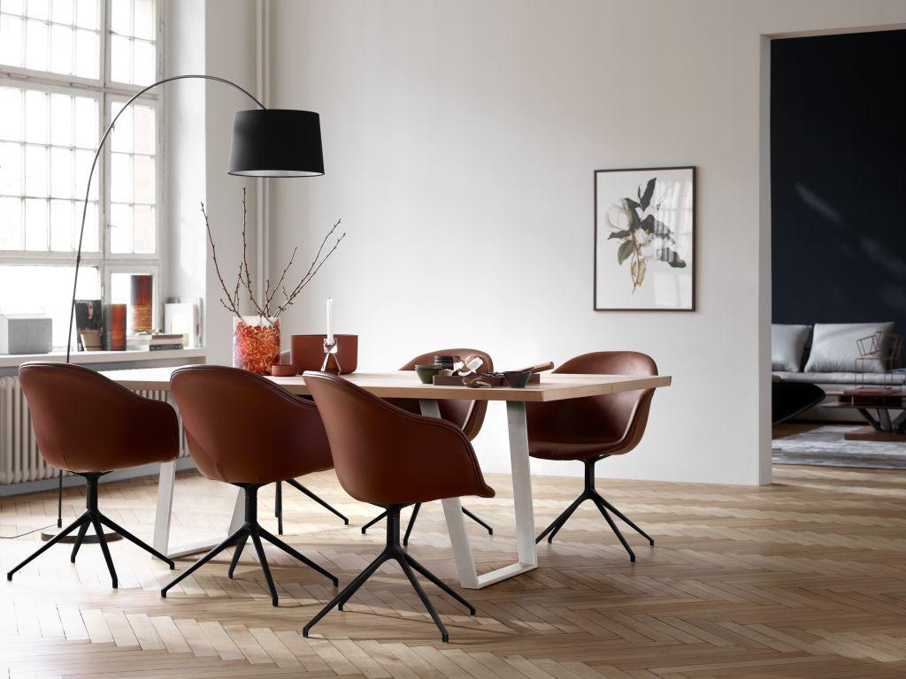 Moderní stůl s židlemi