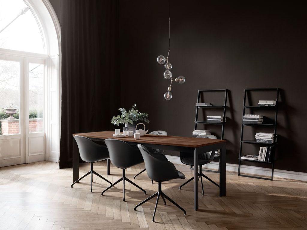 Luxusní dřevěný stůl a židle BoConcept
