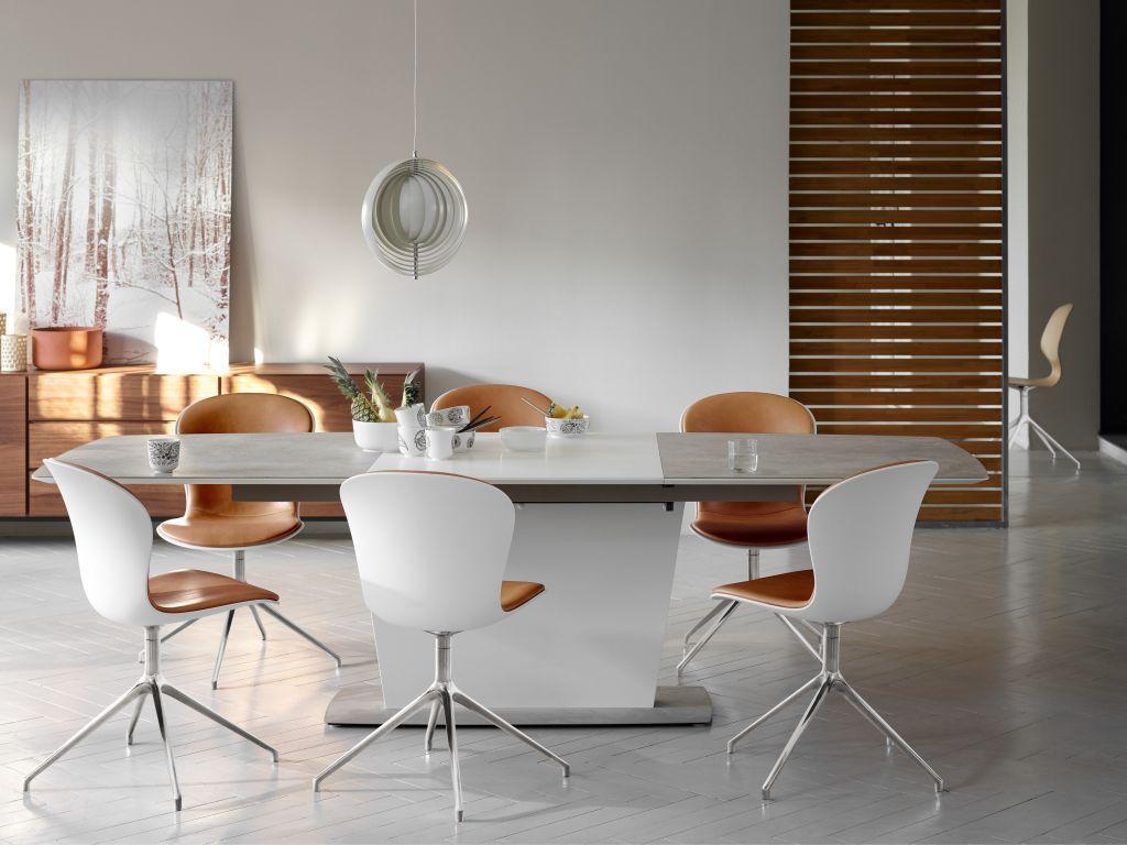 Stylové interiérové židle a stůl