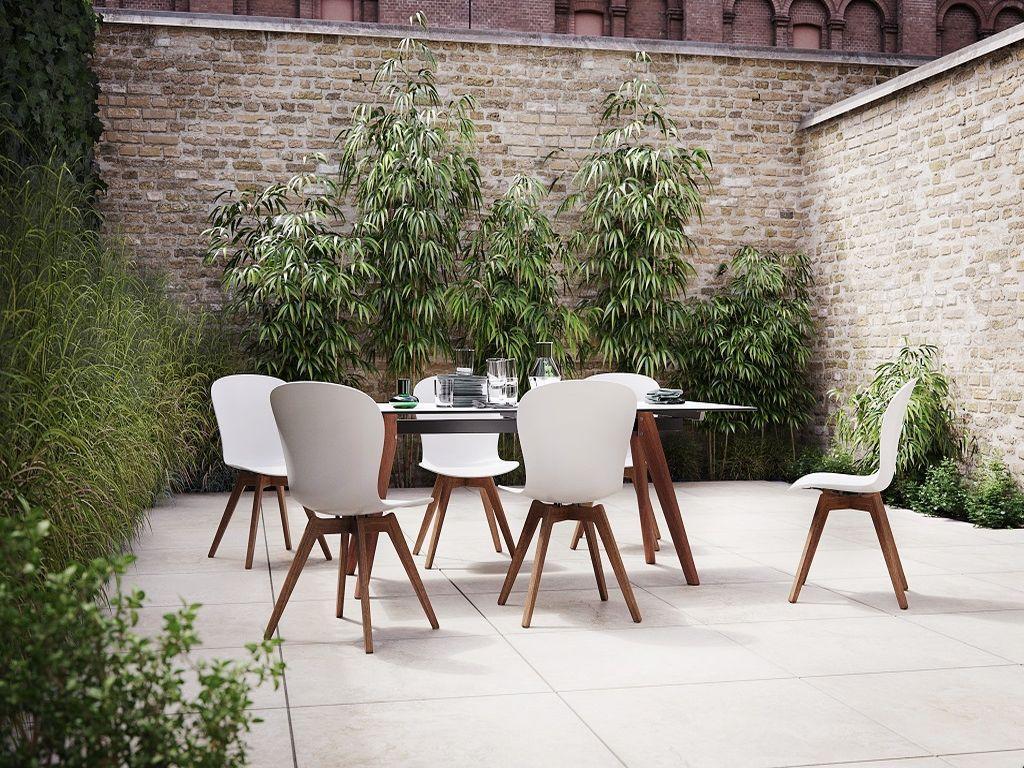 BoConcept venkovní nábytek - sestava s židlemi Adelaide s podnožím z eukalyptového dřeva https://www.boconcept.com/cs-cz/adelaide/3000125D0020136.html