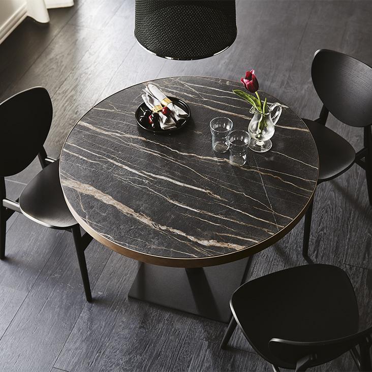 Konferenční stoly a židle