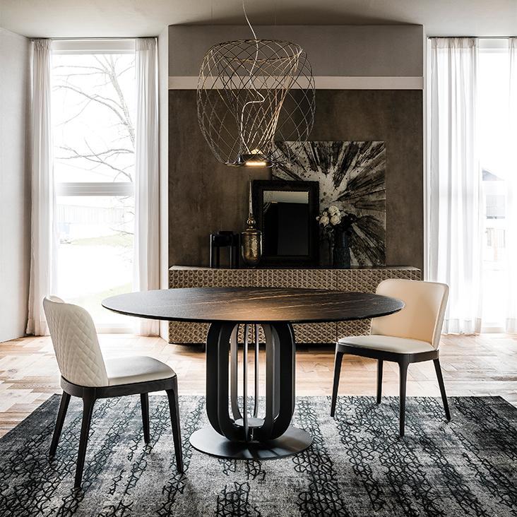 Dřevěný stůl a židle