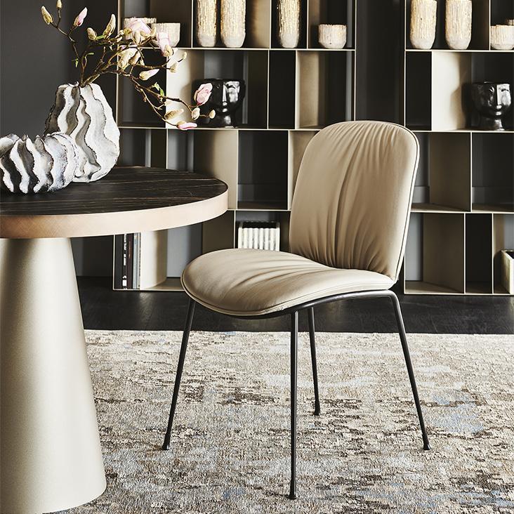 Pohodlná béžová židle