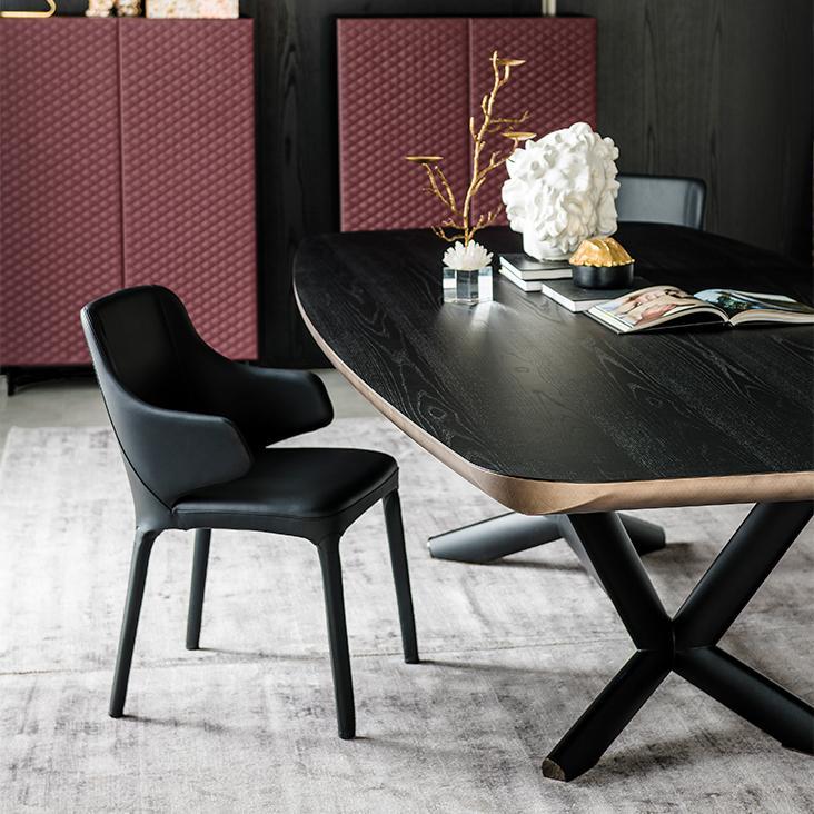 Černá jídelní židle
