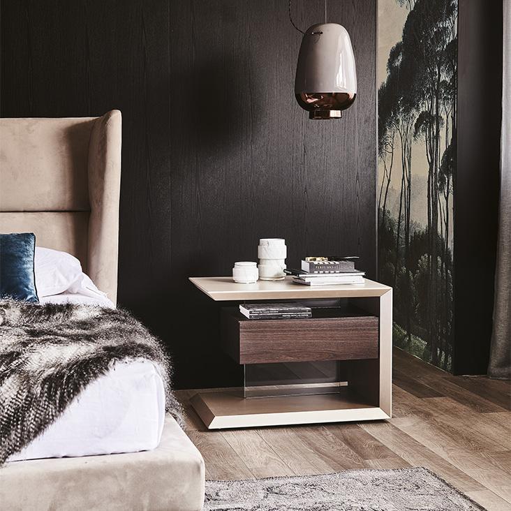 Stylový noční stolek