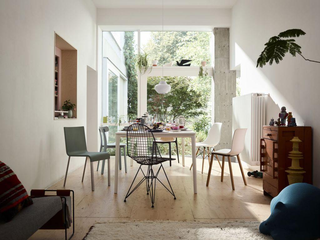 Decentní jídelní stůl a židle