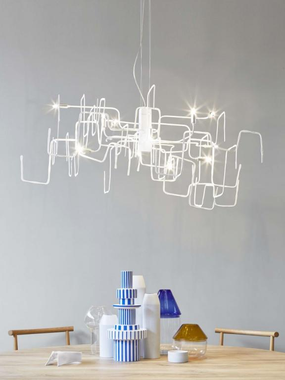 Závěsné svítidlo SCARABOCCHIOMM od Lampadari https://www.mmlampadari.com/en/products/contemporary-style/chandeliers/scarabocchio/