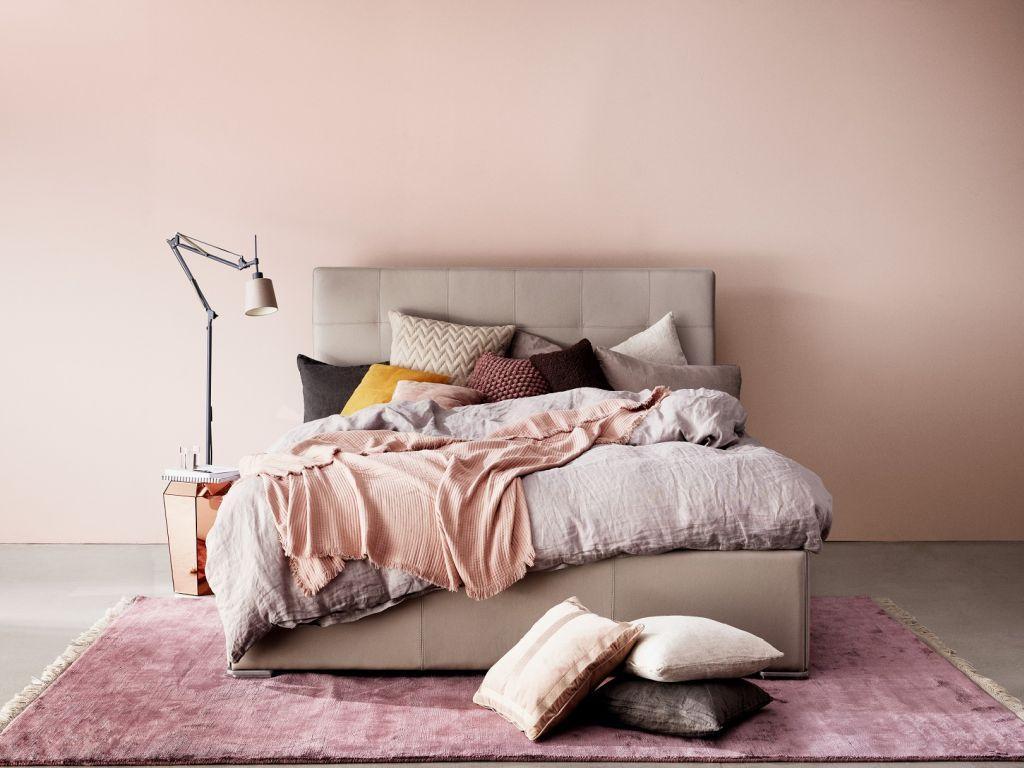 Polstrovaná postel Mezzo s pohodlným čelem BoConcept https://www.boconcept.com/cs-cz/mezzo/3900000CSW65020.html