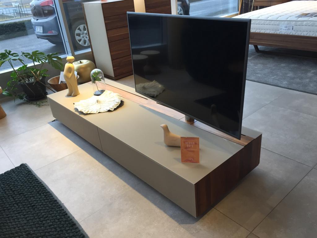 TV stolek Team 7