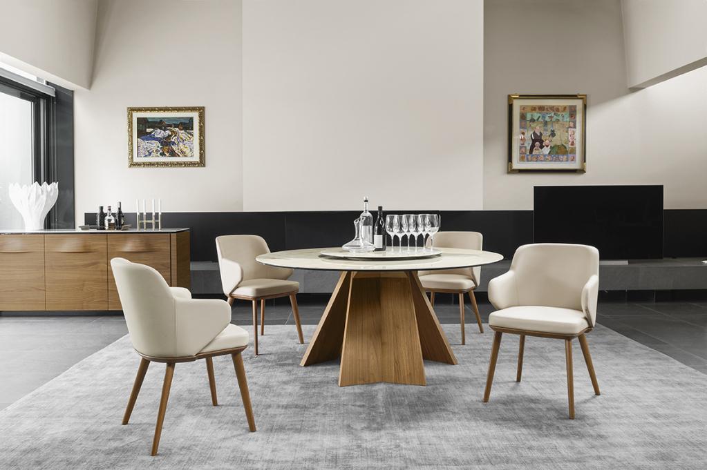 Moderní stůl s židlemi značky Calligaris