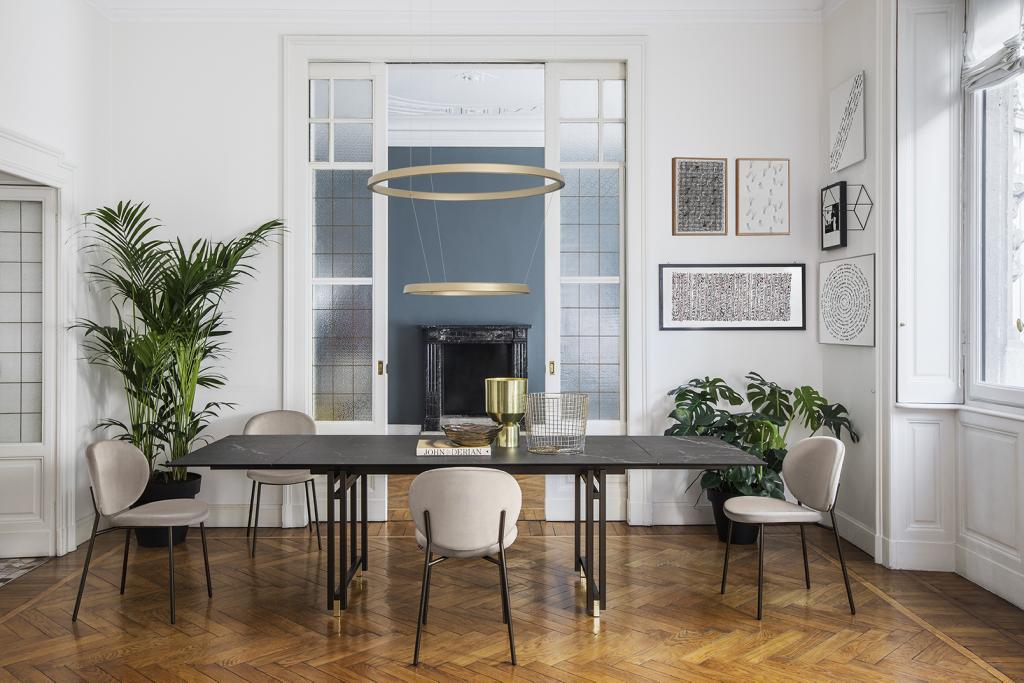Luxusní jídelní stůl s židlemi