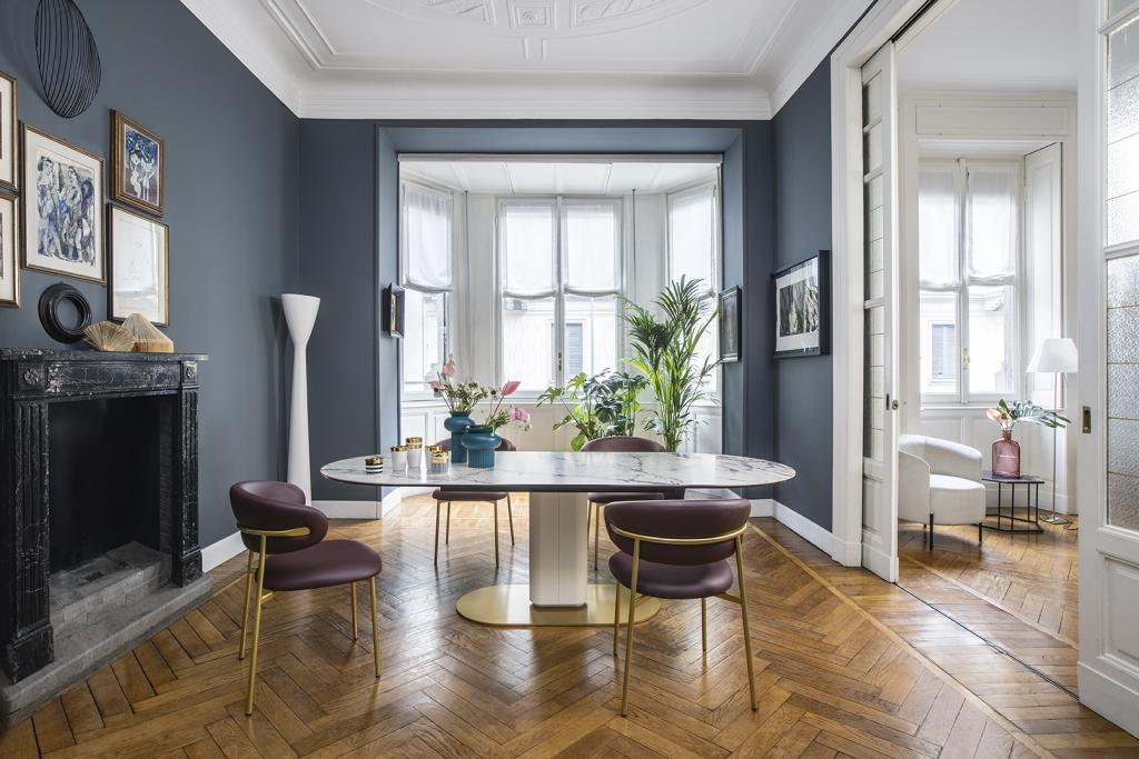 Luxusní jídelní stůl a židle