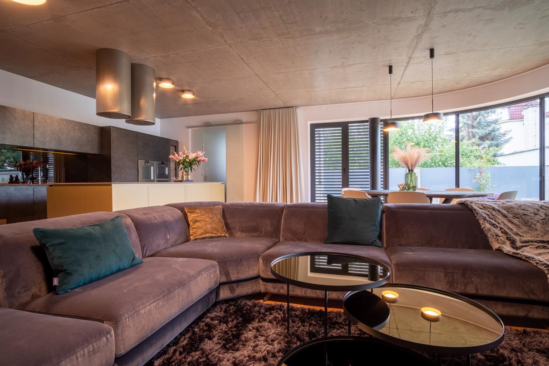 Obývací pokoj a malá pracovní kuchyň Scavolini