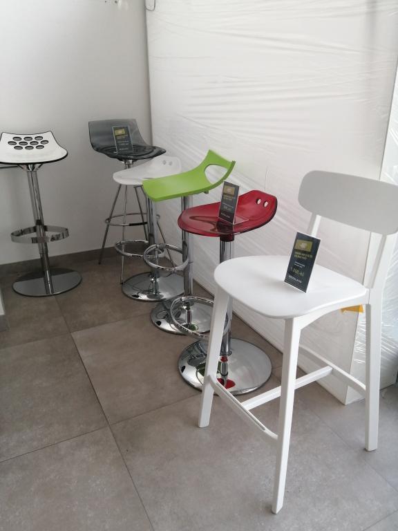 barové židle za jednotnou cenu 1000 Kč