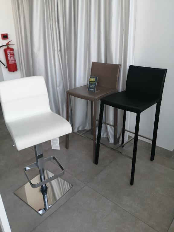 barové židle za jednotnou cenu 500 Kč