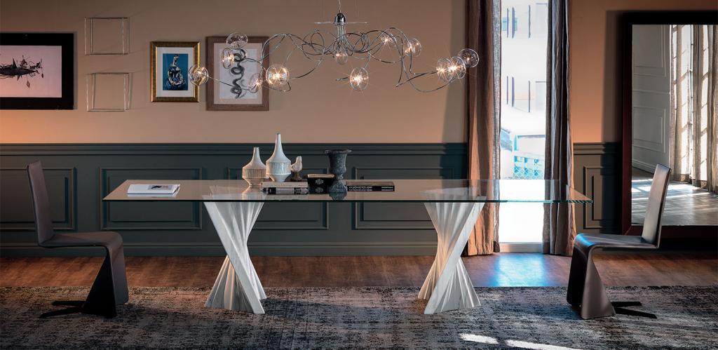 Jídelní stůl Plisset
